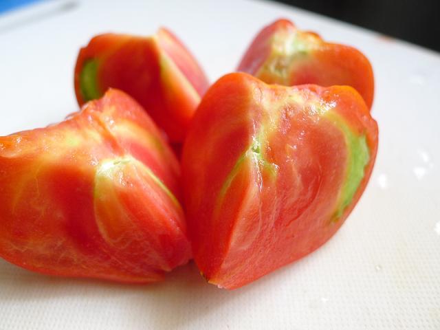 v120624-tomato06.JPG